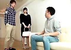 Japanese housewife likes to clean the house completely naked