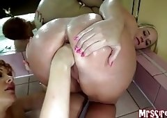 MILFs Fisting in Jacuzzi