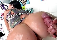 Working out Romi Rain's bubble butt