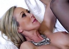 Flexible long-legged milf screwed in the missionary pose