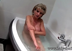 Female Sonia takes a bathtub then fondles her muff