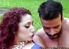 Brasileira de bunda grande seduzindo rapaz