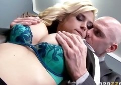 Heavenly golden-haired Sarah Vandella