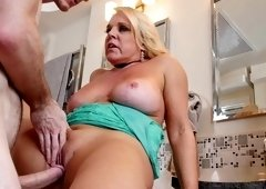 Voluptuous blonde woman fucked a repair guy