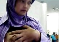 Indonesian house wife yoli with hijab playing boobs