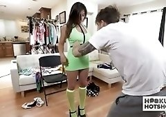Sexy big breasted lady Ella Knox gets ready for some xxx shooting