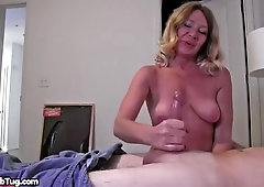 Damn, this inexperienced Cougar Made Him Jizz From a Hand-Job