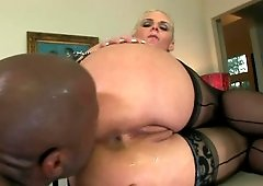 Mature lady with voluptuous body gets in hands of black dude