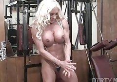 Naked Female Bodybuilder Ashlee Chambers Fucks Crush Banana