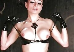 Sassy Darenzia Strips Off Her Se...