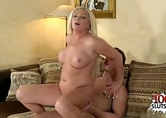 Big juggs porn babe giving head and money shot